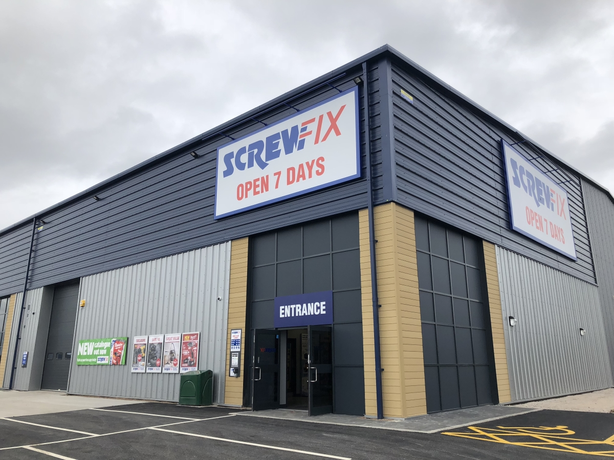 PMW PROPERTY WELCOMES SCREWFIX TO ITS NEW SWADLINCOTE DEVELOPMENT main image